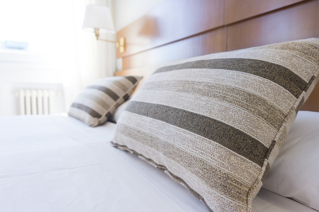 How to Get Rid of the Annoying Smell of Memory Foam Mattress Toppers