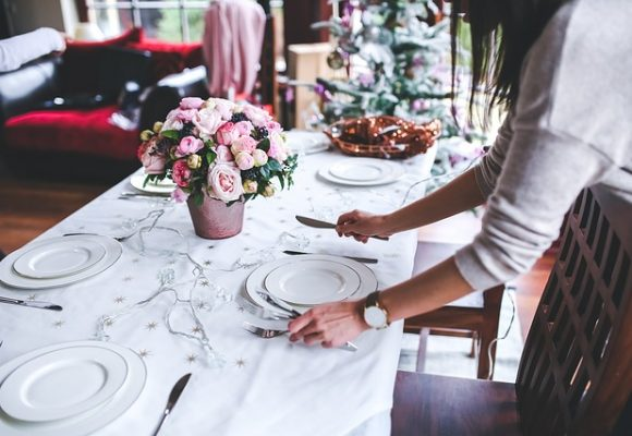 10 Tips to Host an Unforgettable Dinner at Home